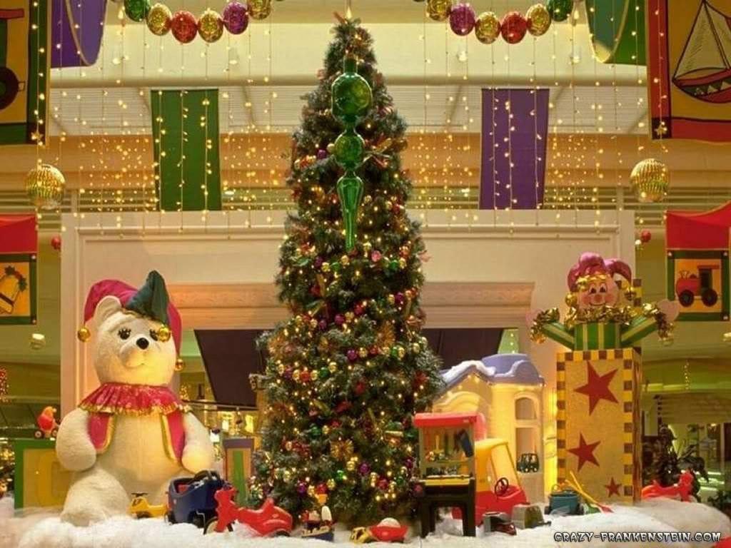 christmas-tree-and-gifts